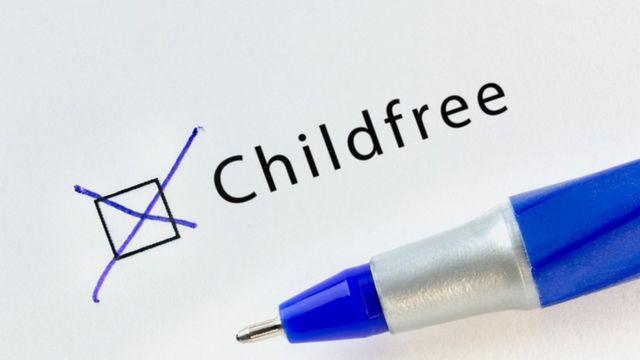 Letrero que lee: 'childfree'