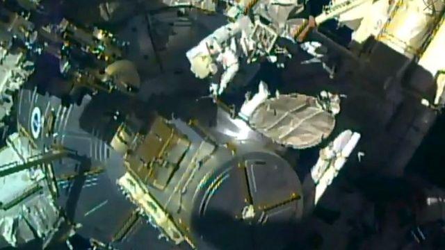 Выход в открытый космос: прямой эфир