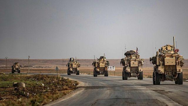 10월 20일 시리아 북동부에서 철수하고 있는 미군 차량