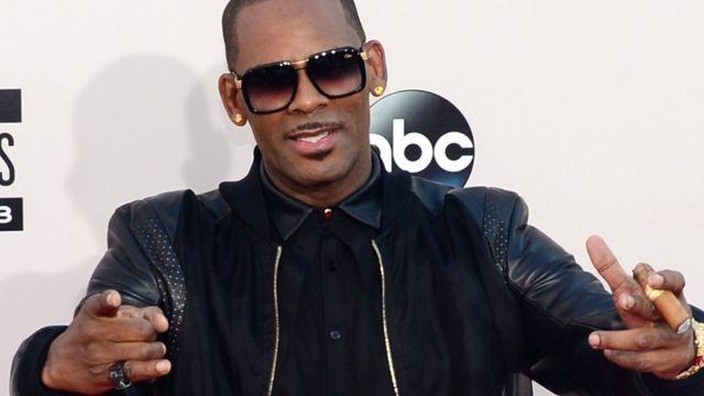 R Kelly en los American Music Awards de 2013.