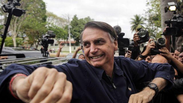 Jair Bolsonaro ao votar neste domingo
