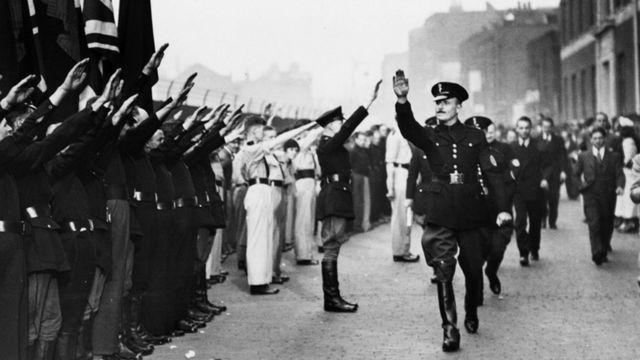 أوزوالد موزلي في اجتماع مفتوح عام 1934