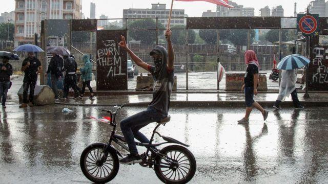Manifestante no centro de Beirute