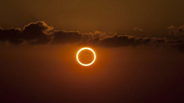 Ejemplo de un eclipse solar anular