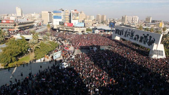 """الآلاف من أنصار الصدر في ساحة التحرير وسط بغداد، تلبية لدعوة زعيمهم بتنظيم مظاهرة """"مليونية"""""""