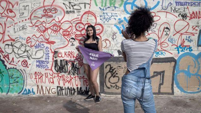 """Mujeres manifestantes de """"#EleNão"""""""