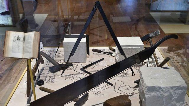 Тайные символы масонства - инструменты средневековых строителей и архитекторов, которые и создали первые ложи вольных каменщиков