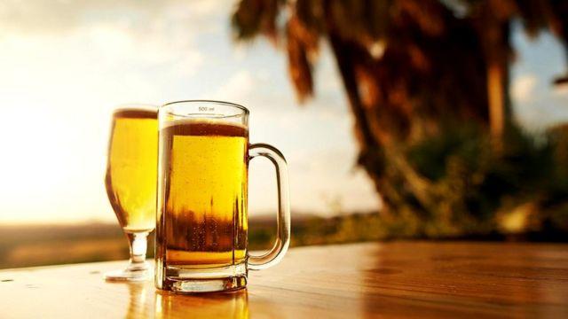 Этанол, выделяемый нами, когда мы пьем спиртное, может привлекать комаров, считают исследователи