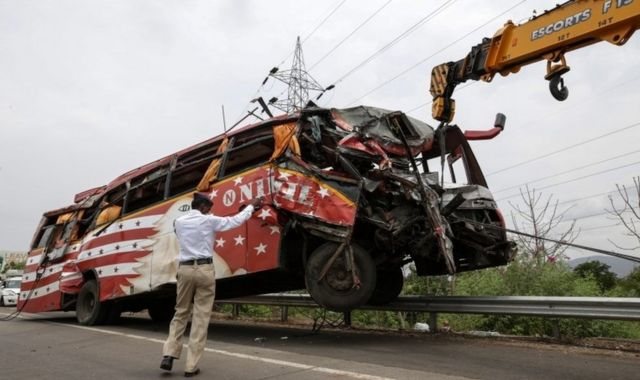 A crane removes a damaged bus from the scene of accident on the Mumbai - Pune expressway near Panvel, on the outskirts of Mumbai, India, 05 June 2016