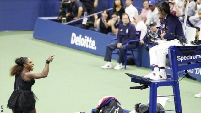 Serena Williams s'est disputée avec l'arbitre Carlos Ramos tout au long de la deuxième manche.