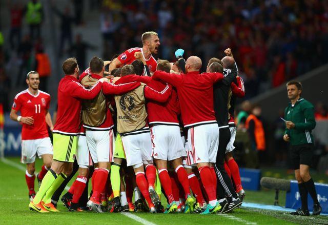 Gales celebra su histórica clasificación a la semifinales de la Eurocopa.