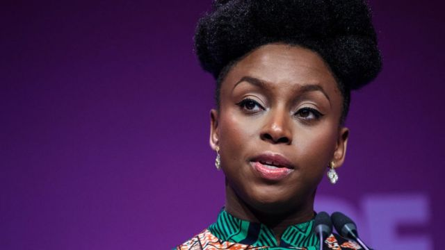 Chimamanda Ngozi Adichie, ici en 2013 à Lagos, a été victime d'une agression sexuelle à l'âge de 17 ans.