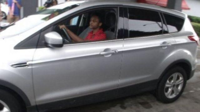 Carr en su nuevo auto