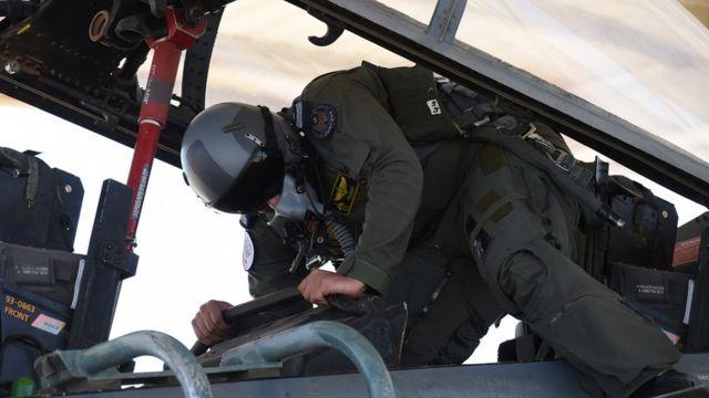 طيار سعودي في طائرة إف 15