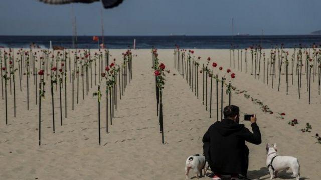 Homenagem a vítimas da covid-19 em Copacabana