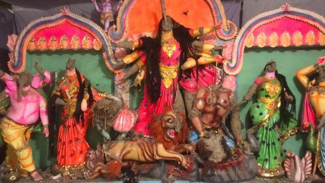 বোরহানউদ্দিনে হামলা চালিয়ে ভেঙে ফেলা হয়েছে হিন্দুদের দেব-দেবীর মূর্তি