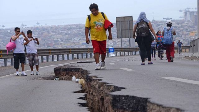 Una grieta en Chile tras el terremoto de Iquique en 2014