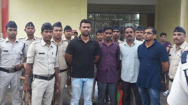 छत्तीसगड़ में हरासत में लिए गए चार पुलिसकर्मी
