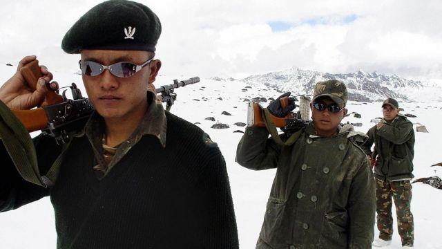 चीन सीमा पर भारतीय सैनिक