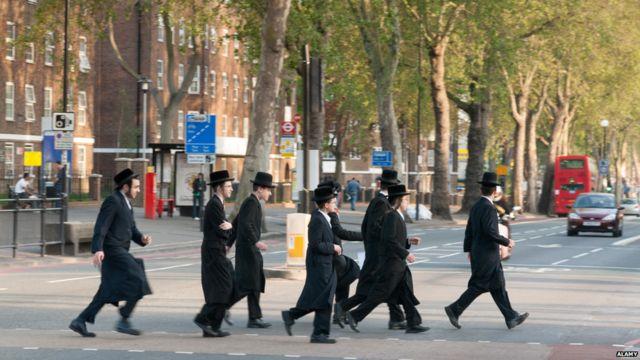ロンドンの超正統派ユダヤ教の男性たち