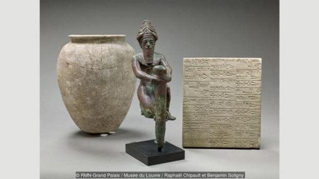 Gildən hazırlanan və gündə qurudulan lövhələrə qazılan xüsusi işarələr forması, Mesopotamiyada yaranıb