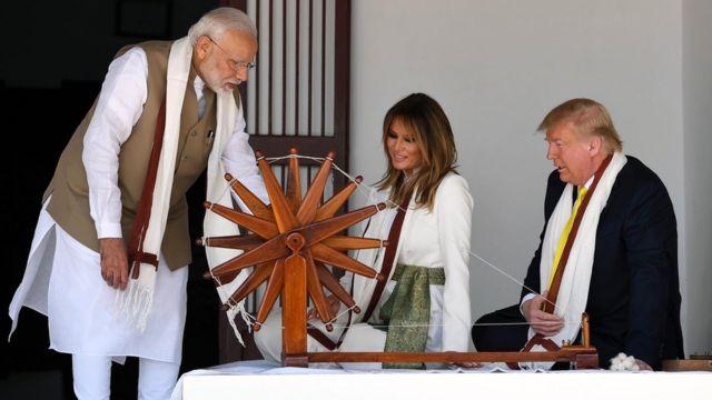अपने भारत दौरे के पहले दिन ट्रंप पत्नी के साथ साबरमती आश्रम गए