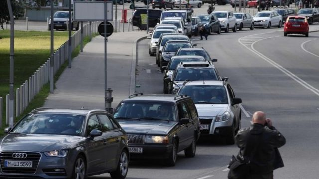 Migrant crisis: Activist convoy drives to Hungary