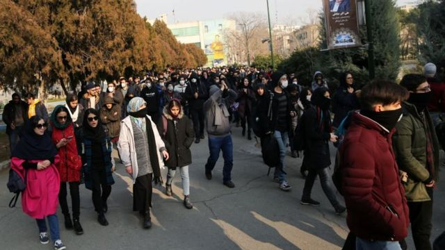متظاهرون ضد الحكومة