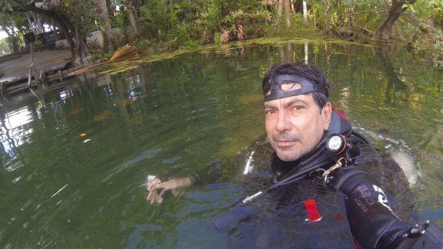 Del Río mergulha em área alagada