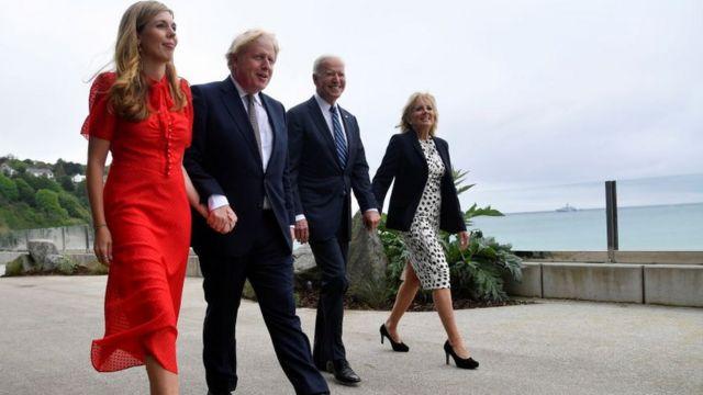 Boris Johnson y Joe Biden con sus esposas