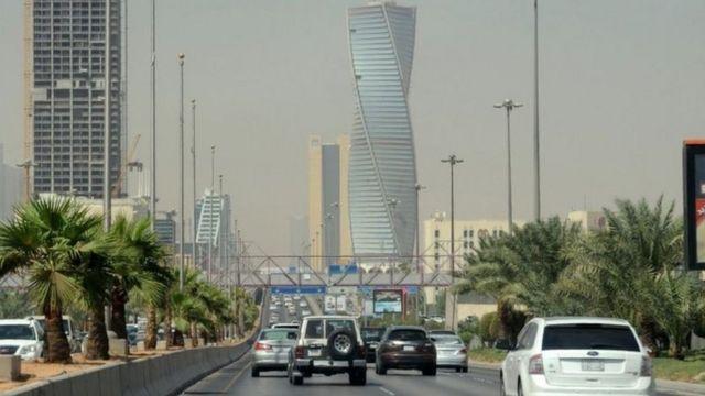 سعودی  کفالہ کا نظام کیا ہے اور سعودی عرب اسے ختم کرنے پر غور کیوں کر رہا ہے؟  115100080 mediaitem115100079