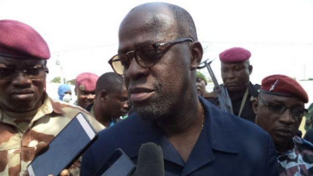 Le ministre ivoirien de la défense, Alain-Richard Donwahi, face à la presse à Bouaké