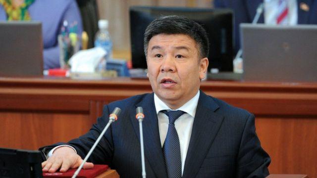 Өмүрбек Текебаев мандатынан ажырагандан кийин фракция лидерлиги Алмамбет Шыкмаматовго өткөн