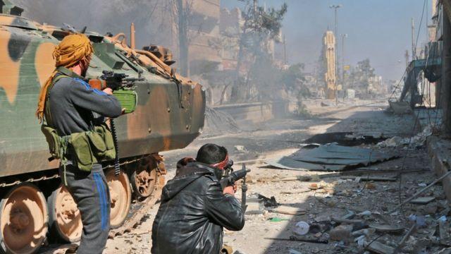 مقاتلون مدعومون من تركيا في مدينة الباب