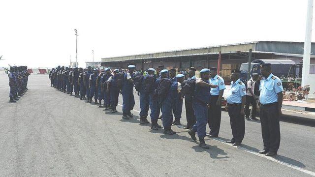 Abapolisi bagera ku 126 bageze ku Kibuga cy'indege i Bujumbura kuri uyu wa Mbere