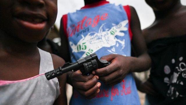 Jovenes con armas