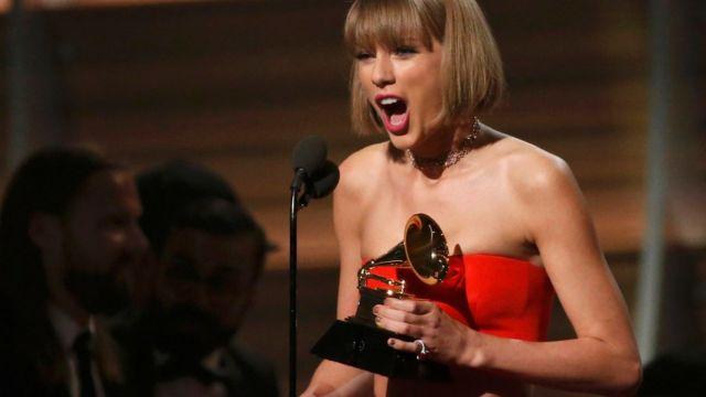 テイラー・スウィフトは最優秀アルバムを含む3部門で受賞