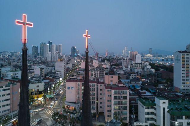 한국 도심의 교회들