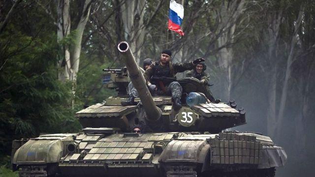 Танк в ДНР із прапором Росії