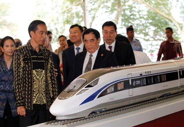 ประธานาธิบดีโจโก วิโดโด กับโมเดลเส้นทางรถไฟจีน-อินโดนีเซีย เส้นทางกรุงจาการ์ตา-บันดุง