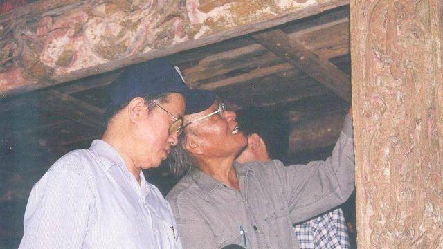Giáo sư Hà Văn Tấn (trái) và Giáo sư Trần Quốc Vượng