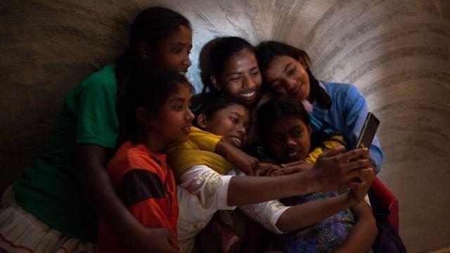 చిన్న పిల్లల ఫొటోలు సోషల్ మీడియా షేరింగ్ పోస్టింగ్ Selfie sharenging parenting children photos posting in social media