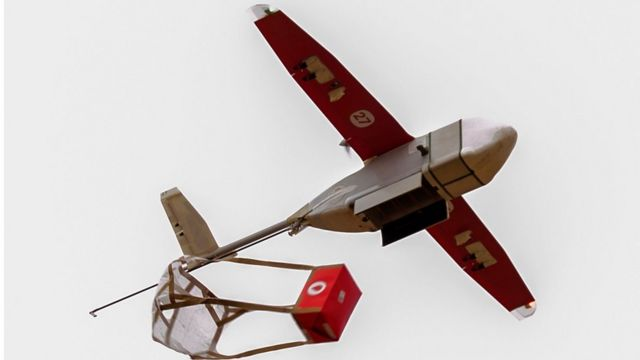 Drone transportant une poche de sang au Rwanda