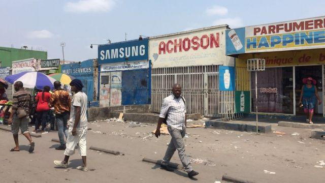 Les rues commerçantes de la capitale sont désertées