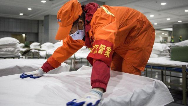 أقيمت مستشفيات مؤقتة ودائمة في ووهان في غضون أيام قليلة لاستقبال المصابين بفيروس كورونا المستجد