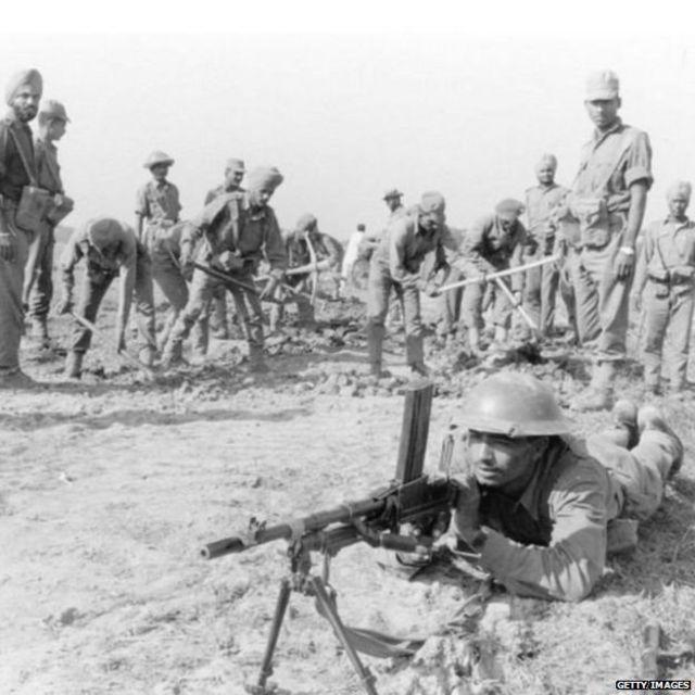 ਪੂਰਬੀ ਪਾਕਿਸਤਾਨ ਨੂੰ ਮੁਕਤ ਕਰਵਾਉਣ ਦੀ ਮੁਹਿੰਮ ਸ਼ੁਰੂ ਕਰਦੇ ਭਾਰਤੀ ਫੌਜੀ