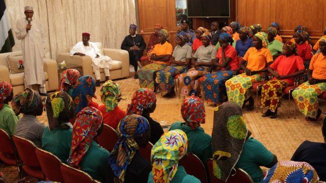Des filles de Chibok libérées et reçues par le Président du Nigeria