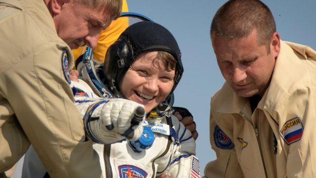 安妮·麥克萊恩(Anne McClain)從太空站返回地球