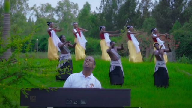 Kizito Mihigo mu ndirimo Le Pape François - Hymne au Saint Père