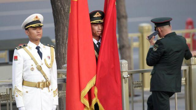 အလံတင် ဂုဏ်ပြု တပ်ဖွဲ့ဝင် တချို့